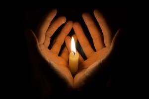 Hände-Kerzen-Herz